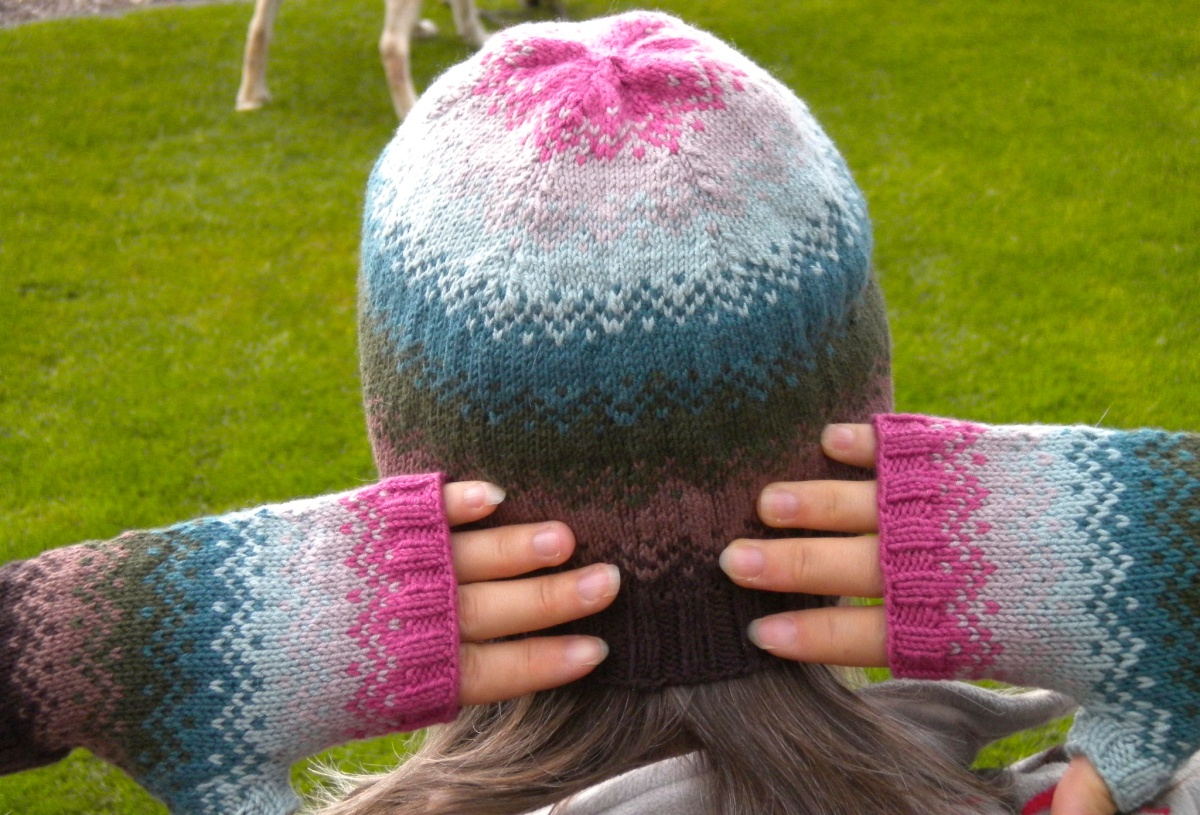 Rainbow hat & mitts 7